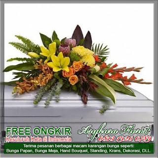 TOKO BUNGA KARAWANG - BUNGA BEKASI KOTA merupakan Toko Bunga di Karawang yang mempunyai kualitas pengerjaan yang terbaik. Kami menyediakan Karangan Bunga di Karawang, seperti Bunga Papan (duka cita, happy wedding, selamat dan sukses, congratulation, selamat ulang tahun, dll), juga Bunga Tangan / Buket, Bunga Meja, Bunga Standing, Kran Kematian / Salib.  Selain itu, Kami juga menjual berbagai Bunga Segar, seperti mawar, garbera, krisan, aster, sedap malam, dan lain - lain dengan kualitas terbaik. Sebagai sebuah Florist di Karawang, Kami berkomitmen untuk hanya memproduksi karangan bunga dengan kualitas terbaik dan pengiriman yang tepat waktu. TOKO BUNGA KARAWANG - BUNGA BEKASI KOTA mempunyai jangkauan ke seluruh wilayah Kabupaten Karawang yaitu : 1. Kecamatan Toko Bunga Cikampek 2. Kecamatan Toko Bunga Karawang Timur 3. Kecamatan Toko Bunga Karawang Barat 4. Kecamatan Toko Bunga Rengas Dengklok 5. Kecamatan Toko Bunga Ciampel 6. Kecamatan Toko Bunga Cibuaya 7. Kecamatan Toko Bunga Jatisari 8. Kecamatan Toko Bunga Jayakerja 9. Kecamatan Toko Bunga Kota Baru 10. Kecamatan Toko Bunga Kuta Waluya 11. Kecamatan Toko Bunga Lemahabang 12. Kecamatan Toko Bunga Pangkalan 13. Kecamatan Toko Bunga Pedes 14. Kecamatan Toko Bunga Teluk Jambe 15. Kecamatan Toko Bunga Tegal waru 16. Kecamatan Toko Bunga Tempuran 17. Kecamatan Toko Bunga Telagasari 18. Kecamatan Toko Bunga Tirta Jaya 19. Kecamatan Toko Bunga Purwasari  Berikut adalah beberapa contoh karya - karya dari TOKO BUNGA KARAWANG - BUNGA BEKASI KOTA yang mempunyai kualitas Karangan Bunga Terbaik di Karawang