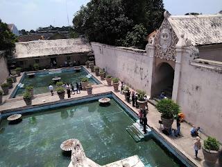 kolam pemandian dilihat dari atas