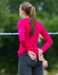 chicas-leggins-jugando-voleibol