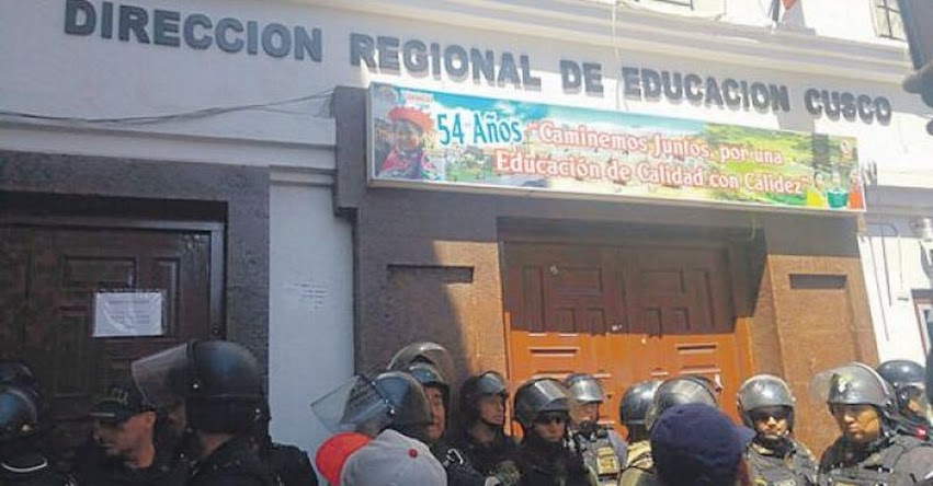 Profesores del Suter toman sede DRE Cusco