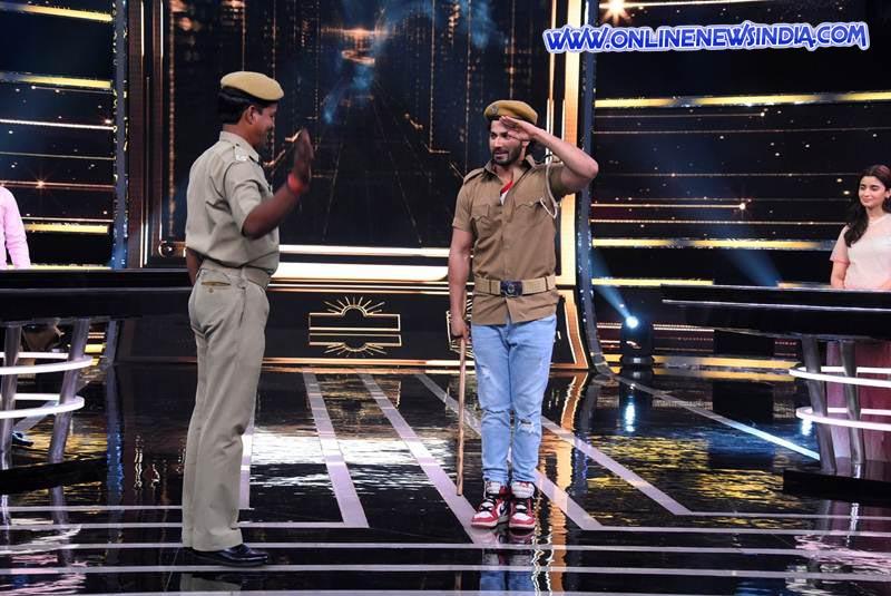 Varun Dhawan salutes security guard on Sabse Smart Kaun