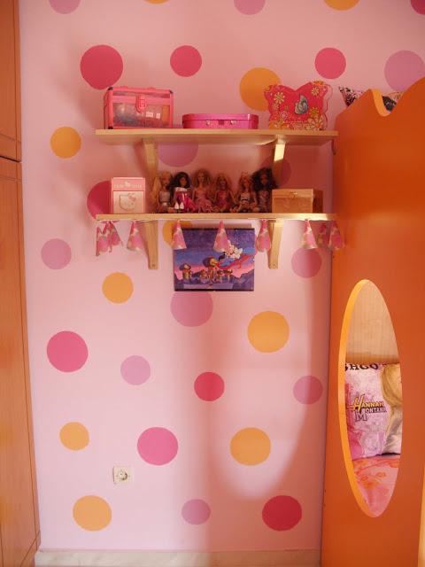κύκλοι στον τοίχο του παιδικού δωματίου
