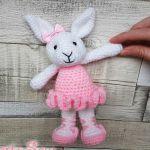 http://www.heartandsew.co.uk/2017/06/ballerina-bunny-free-crochet-amigurumi.html