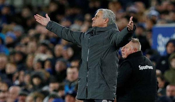 Mourinho dọa rời MU: Đòi lương khủng, mua sắm 200 triệu bảng/năm 1