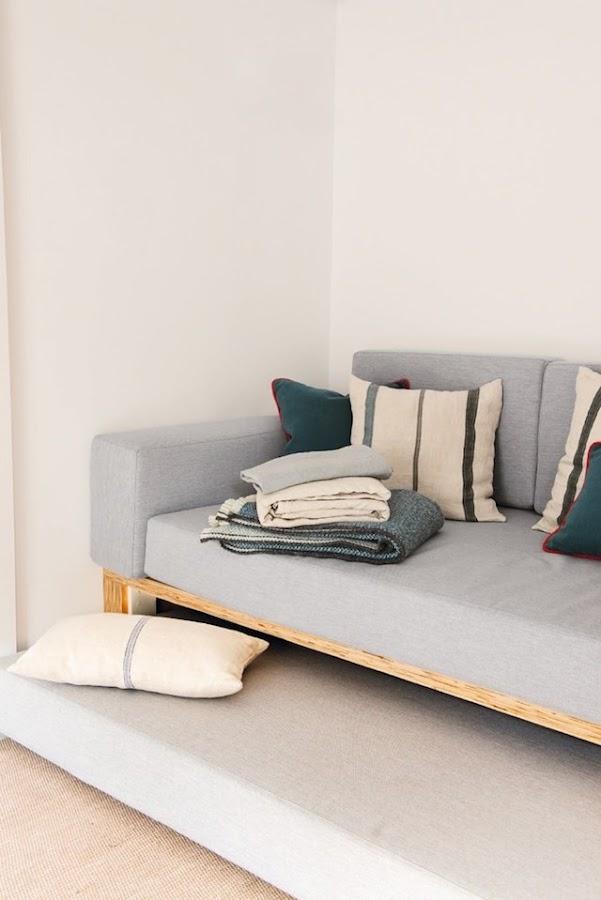 Sofá con cama extra en la base