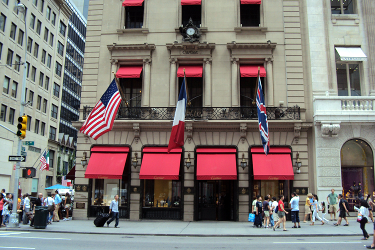 14663b2b8f3 Lojas e compras na Quinta Avenida em Nova York