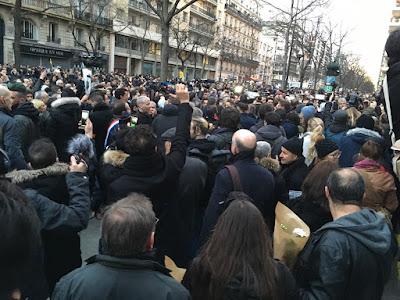 Marine Le Pen huées par les français !!