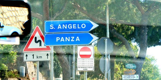 segnali stradali, alberi, Ischia