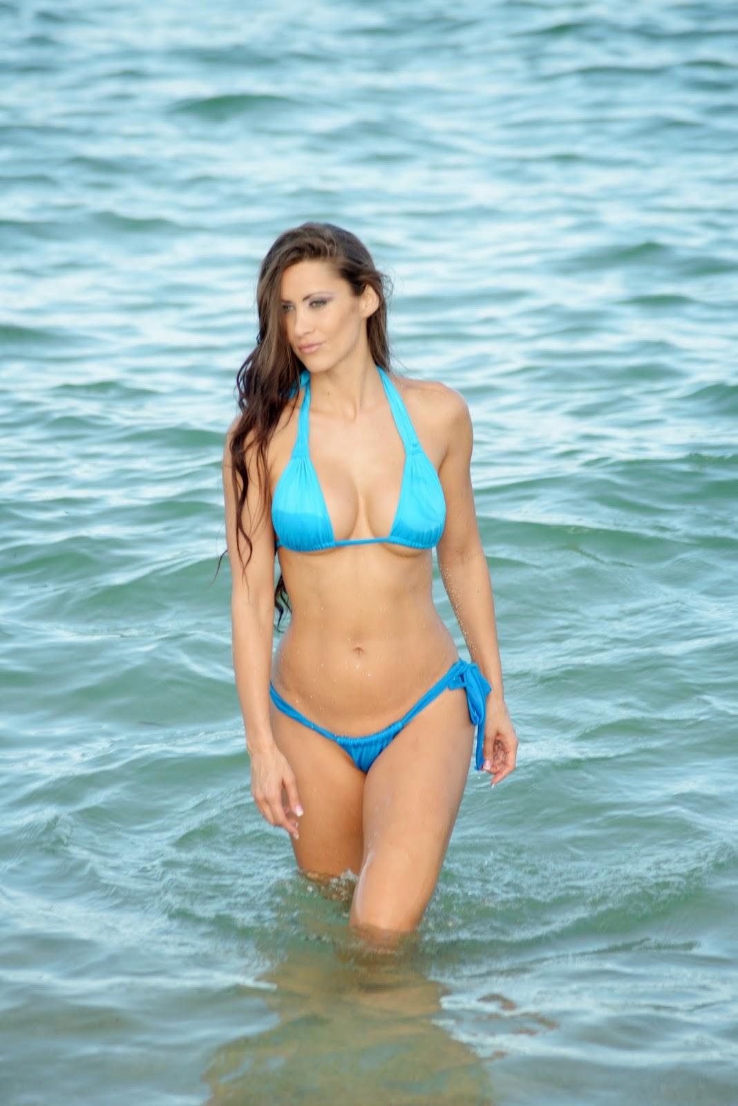 Anais Zanotti Bikini Bare Ass Candids In Miami   Hot Girls