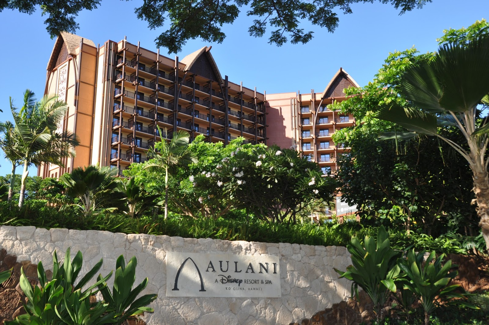 http://mommy-dreaming.blogspot.com/2014/05/vacation-planning-disneys-aulani-hotel.html
