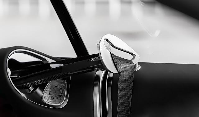 Mercedes S560 4MATIC Coupe 2019 trang bị Cần đưa dây đai an toàn tự đồng cho hàng ghế phía trước