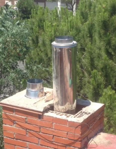 foto de entubar chimenea de un local en madrid