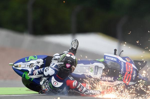 Jika Tak Bisa Mengerti Juga Dengan Motor, Lorenzo Bisa Cedera
