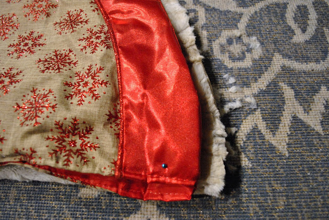 UPCYCLED FAUX FUR BLANKET INTO TREE SKIRT TUTORIAL