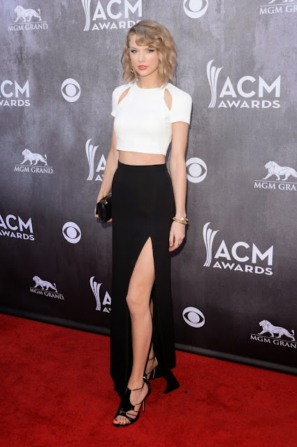 Taylor Swift is glamorous in J. Mendel at the 2014 ACM Awards