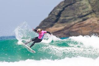 25 Pauline Ado FRA Pantin Classic Galicia Pro foto WSL Laurent Masurel