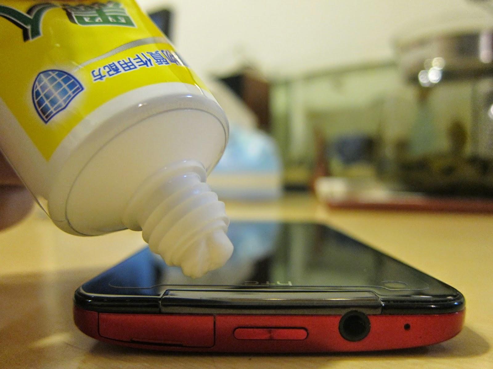 IMG 2376 - [實驗] 手機刮傷、痕跡,抹牙膏真的有效嗎?