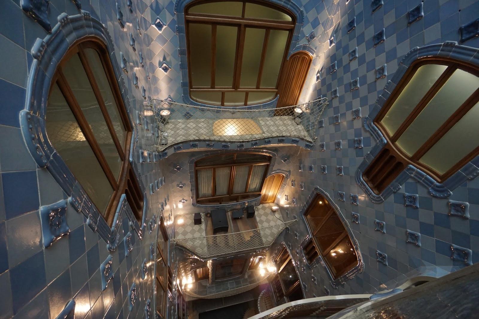 カサ・バトリョ(Casa Batlló) 吹き抜けを見下ろす