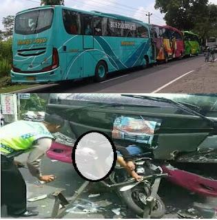 memang sudah sepatutnya ketika kita berkendara menggunakan sepeda motor untuk menghindari Ngeri Motor Tergencet Karena Berkendara Diantara Dua Bus