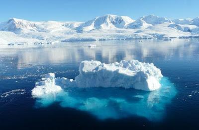 Huge Ice cap floating in Antarctica Ocean