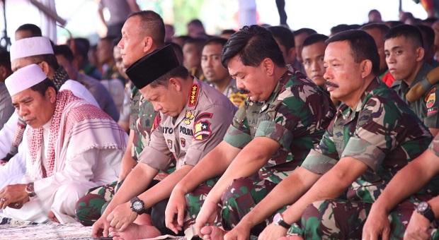 Panglima TNI dan Kapolri Shalat Jumat di Riau
