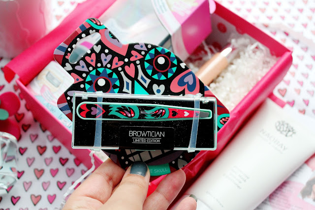 Browtician Love Skull Tweezers