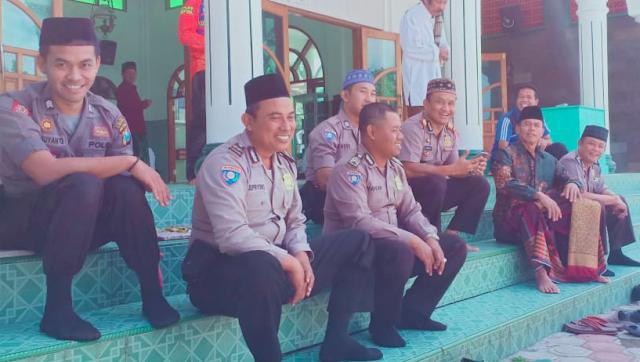 Polisi Agamis Polres Tulungagung , Safari Sholat Jum'at Kapolsek Bandung