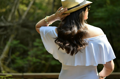 Spring Break Off-the-shoulder top and straw hat