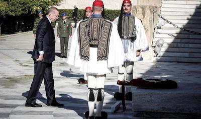 Οι Ευέλπιδες έσπασαν το πρωτόκολλο και έψαλαν τον εθνικό ύμνο μπροστά στον Ερντογάν (vid)