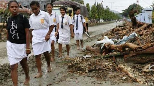 Gubernur Papua Awasi Ketat Penyaluran Bantuan Banjir Bandang