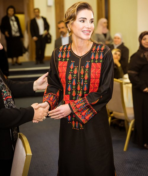 Queen Rania visited the governorate of Ma'an and met with a group of women activists and community leaders