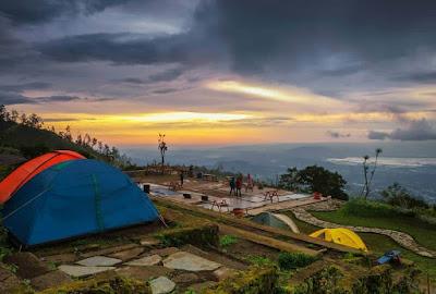 Bandungan yaitu salah satu tempat di Kabupaten Semarang yang populer dengan wisata Gedo Wisata Indah Info I'Ampelgading Homeland, Rute, HTM, Biaya Camp, dan Fasilitas
