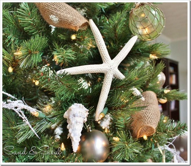 La La Linen: Coastal Christmas Tree