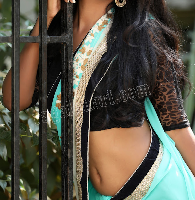 Sanjana Choudhary deep navel nude hot lip show in public xxx picture