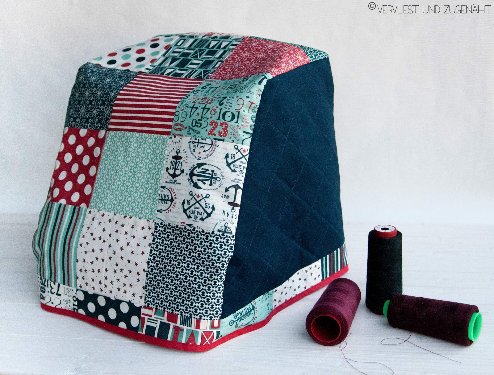 vervliest und zugen ht n hmaschinenh lle aus charm pack gratis schnittmuster f r bernina. Black Bedroom Furniture Sets. Home Design Ideas