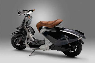 Yamaha 04Gen Concept Scooter left side view