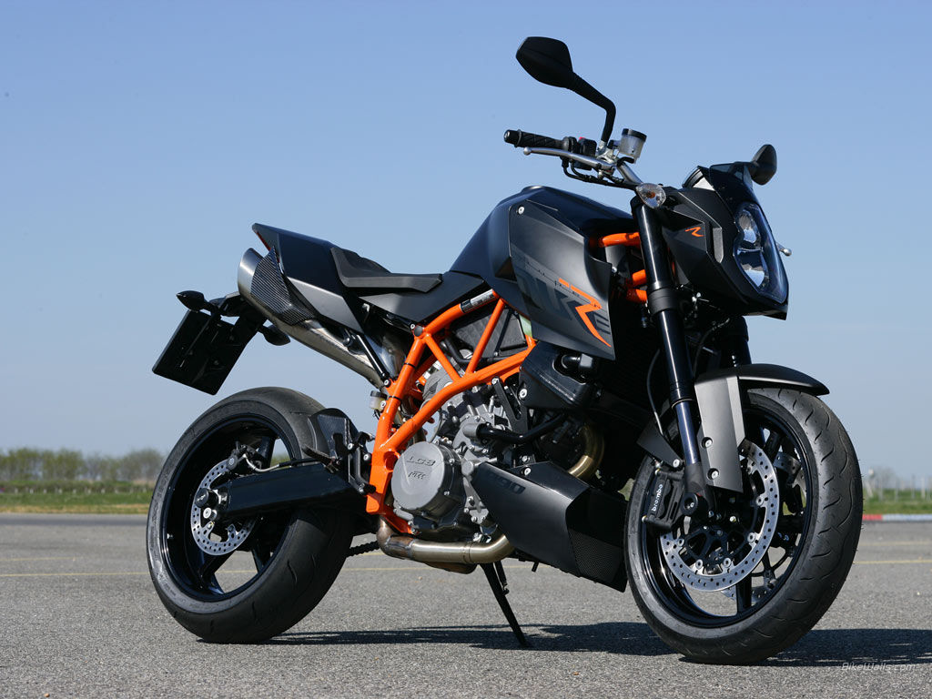 Latest Bike KTM Duke Bike Pictures With All Available Colors