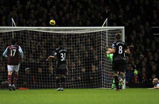 West Ham goalkeeper Jussi Jääskeläinen fails to stop a goal by Liverpool's Glen Johnson