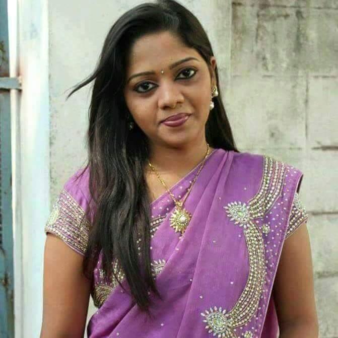 Gorgeous Hot Tamil Aunties Pundai Photos 2016