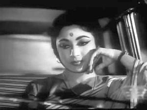chaand-aahen-bharega-film-phool-bane-angare