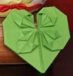 http://lasmanualidades.imujer.com/6710/como-hacer-un-corazon-de-papel