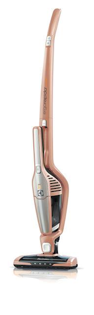 伊萊克斯「完美管家渦輪鋰電版」直立式吸塵器(玫瑰金),週年慶特價11,900元(原價12,900元),加贈內外濾網一組