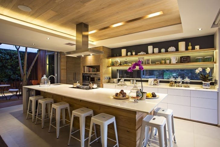 Large kitchen in Modern Mansion by Metropole Architects