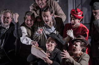 The cast of Gianni Schicchi at Opera Holland Park. Photo Robert Workman