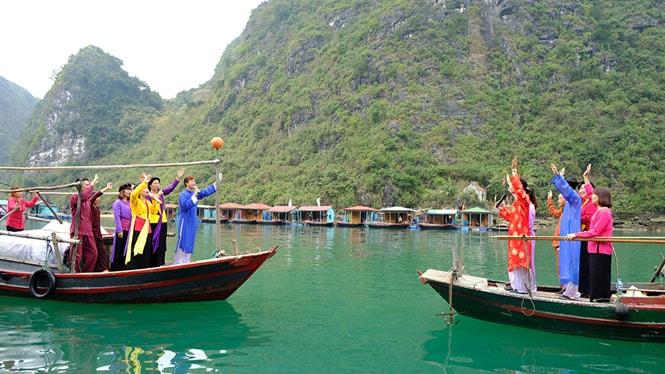 Chiêm ngưỡng làng chài đẹp nhất thế giới trên vịnh Hạ Long -14