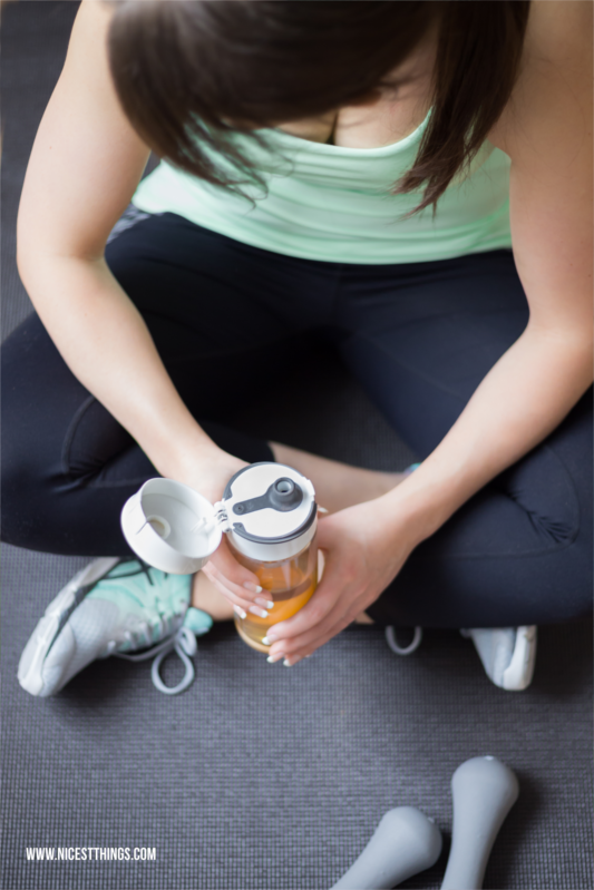 Fitness Shooting Frau mit Trinkflasche