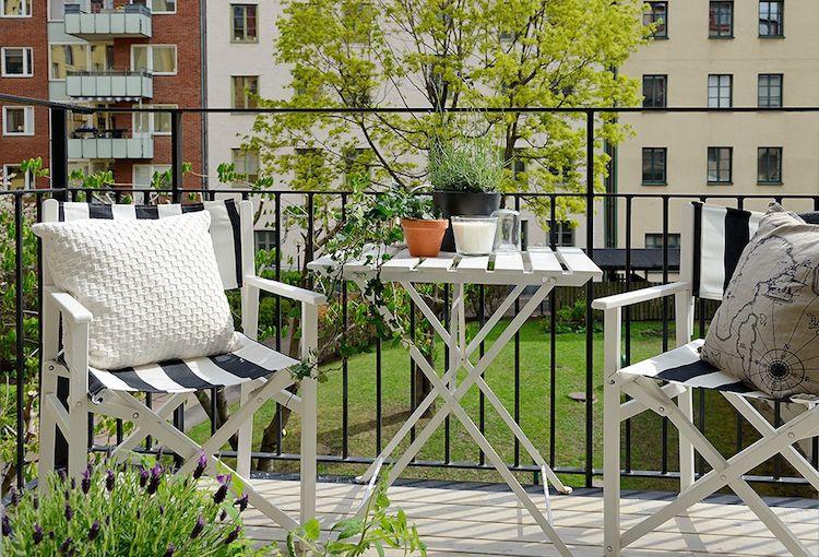balcón con plantas comestibles