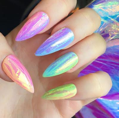 Ideas de diseños de uñas Rainbow de colores que debes probar en vacaciones