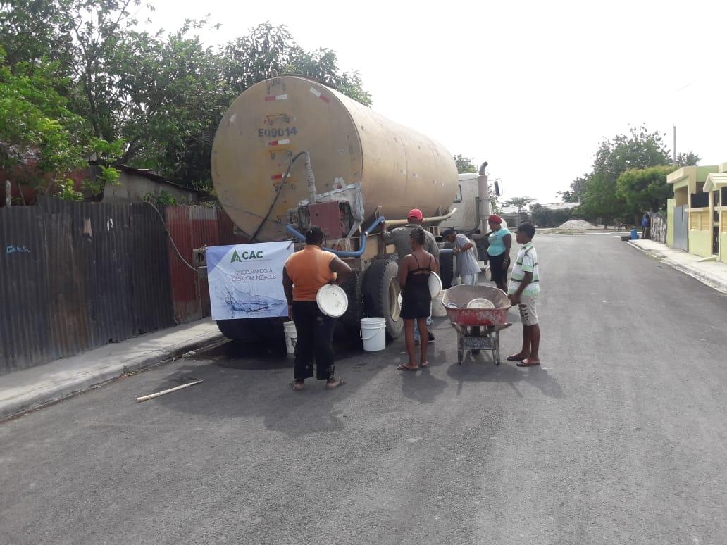 Consorcio Azucarero Central entrega camiones de agua en Santa Bárbara