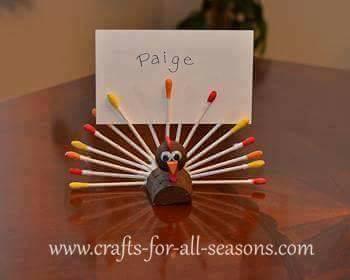 Ide membuat kreasi berbentuk merak menggunakan cottonbud untuk anak-anak